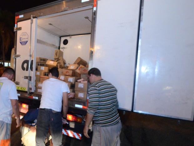 Caminhão foi saqueado em Piracicaba durante protestos (Foto: Mauricio Gil/colaboração para o G1)