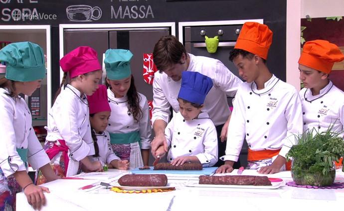 'Super Chefinhos': as crianças participam do workshop de utensílios domésticos (Foto: TV Globo)