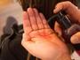 Celso Kamura ensina passo a passo de penteado com gel para usar à noite