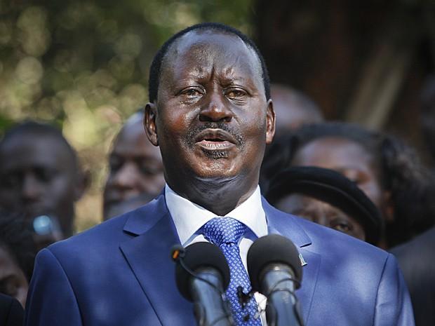 Candidato derrotado Raila Odinga fala à imprensa após anúncio oficial das eleições no Quênia (Foto: Sayyid Azim/AP)