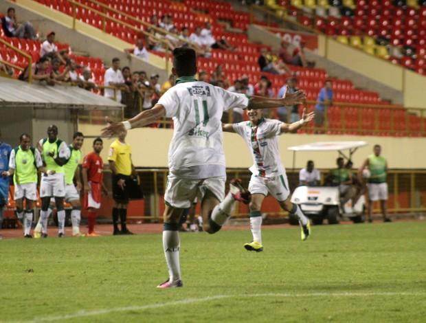 Radames, atacante do Baraúnas comemora gol na Arena da Floresta (Foto: João Paulo Maia)