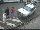 Vídeo mostra acidente com ônibus que matou três atropelados na PB