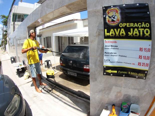 Negócio foi montado há cerca de três meses e chama a atenção dos clientes pelo nome dos serviços (Foto: Marlon Costa/Pernambuco Press)
