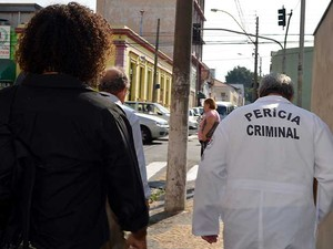 Peritos deixam Hospital Vera Cruz, em Campinas (Foto: Fernando Pacífico / G1 Campinas)