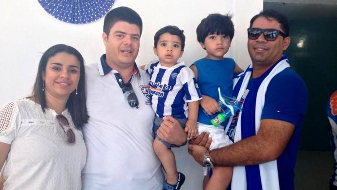 Torcedores CSA (Foto: Viviane Leão/GloboEsporte.com)