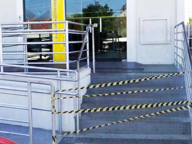 Banco do Brasil de Patu foi alvo dos criminosos, que entraram no prédio e arrombaram o cofre da agência (Foto: PM/Divulgação)