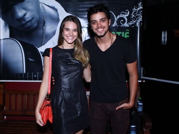 Juliana Paiva e Bruno Gissoni em boate no Rio (Foto: Raphael Mesquita/ Foto Rio News)
