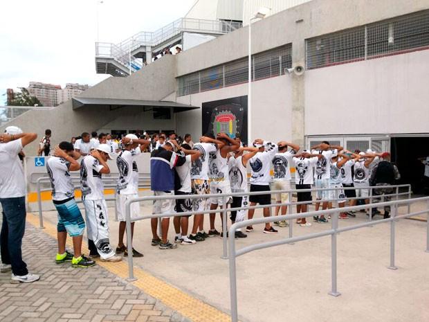 Segundo delegado, torcedores ficarão detidos na delegacia que funciona dentro do estádio (Foto: Jocaff Souza/G1)