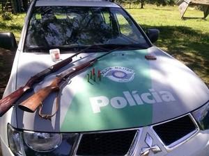 Espingardas foram apreendidas na operação  (Foto: Divulgação/ Polícia Ambiental)