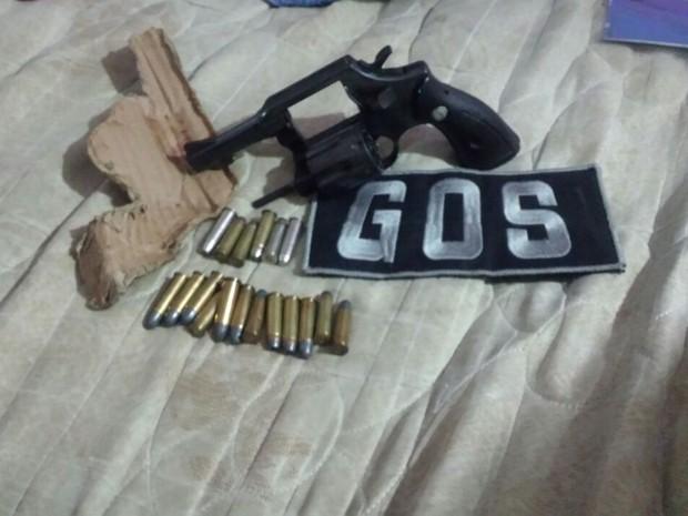 Sexta arma de fogo apreendida em presídios de Pernambuco é recolhida no Complexo do Curado (Foto: Divulgação/Seres)