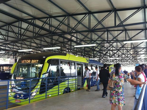 Inauguração sistema BRT Paulo Piau Uberaba transporte coletivo  (Foto: Reprodução/ TV Integração)