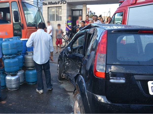 Colisão aconteceu nos Bancários, em João Pessoa (Foto: Walter Paparazzo/G1)