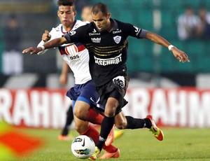 Pablo, lateral direito, Figueirense (Foto: Cristiano Andujar / AGIF )