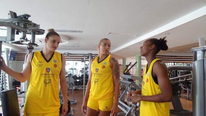 Estrelas do basquete da Uninassau/América se apresentam para treinos (Foto: Thiago Augustto/GloboEsporte.com)