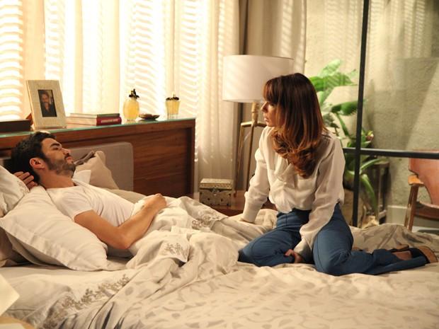 Danielle arranca confissão do marido sobre o Comendador (Foto: Carol Caminha/Gshow)