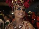 Thaila Ayala usa fantasia decotada em desfile na Sapucaí, no Rio