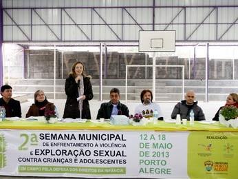 Ministra Maria do Rosário participou da solenidade em Porto Alegre (Foto: Cristine Rochol/PMPA)
