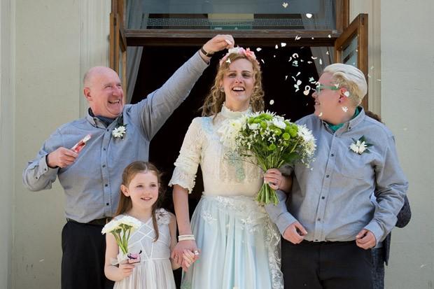 Nikki Pettit e Tanya Ward se casaram em Brighton neste sábado (29) (Foto: Leon Neal/AFP)