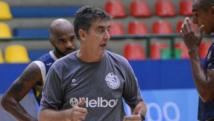 Guerrinha técnico Mogi das Cruzes basquete (Foto: Cairo Oliveira)