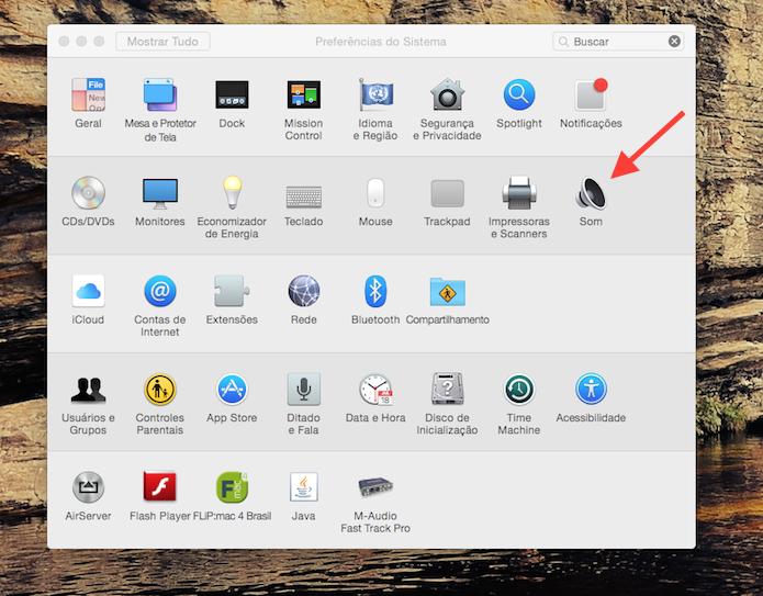 Acessando as configurações de som do Mac OS X (Foto: Reprodução/Marvin Costa)