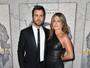 Jennifer Aniston arrasa com pretinho justo e curto em première nos EUA