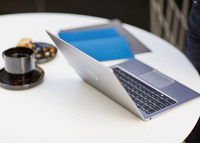 Notebook possui portas USB-C e monitor que dobra a 180º (Crédito: Divulgação/HP)