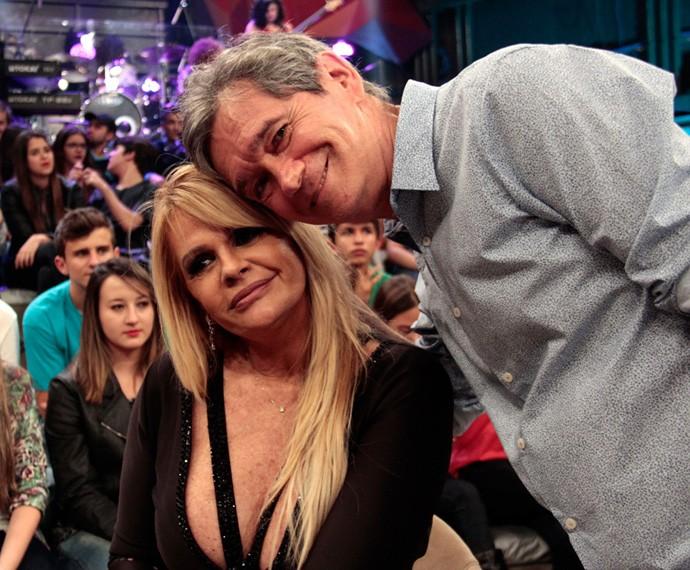Serginho Groisman com Monique Evans no programa Altas Horas (Foto: Marcos Mazini/Gshow)