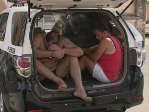 Suspeitos de integrarem quadrilha foram presos pela polícia (Foto: Reprodução/TVTEM)