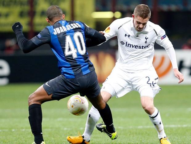 Juan do Inter de Milão na partida contra o Tottenham (Foto: Reuters)
