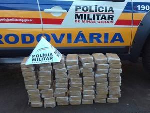 apreensão cocaína rodovia Frutal  (Foto: Polícia Militar Rodoviária de Frutal/ Divulgação)
