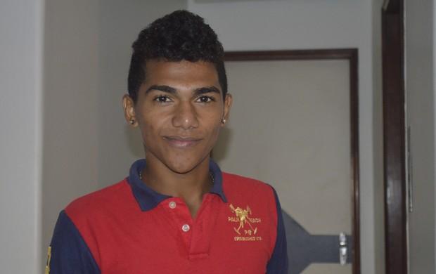 Atleta do AP vive a expectativa de estrear nos Jogos Escolares 2013 (Foto: Jonhwene Silva/GE-AP)