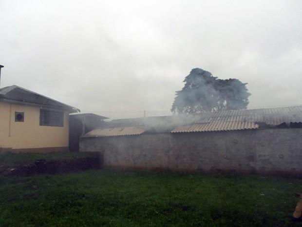 Incêndio atingiu albergue do presídio de Vacaria (Foto: Ladimir Fabris/Rádio Fátima)