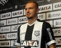 """Com a camisa """"7"""", Zé Love chega sincero ao Figueira: 'Não prometo gols'"""