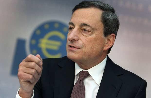 O presidente do Banco Central Europeu, Mario Draghi, dá entrevista nesta quinta-feira (7) em Frankfurt (Foto: AP)