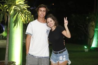 Francisco Vitti e Amanda de Godoi em show na Zona Sul do Rio (Foto: Anderson Barros/ EGO)