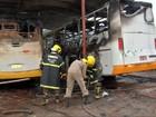Incêndio destrói 3 ônibus escolares dentro de garagem em Mato Grosso