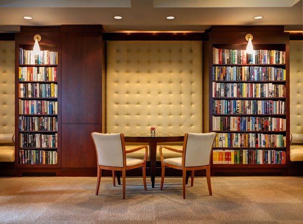 Mias de 6 mil livros ficam espalhados pelo Library Hotel (Foto: Library Hotel/Divulgação)