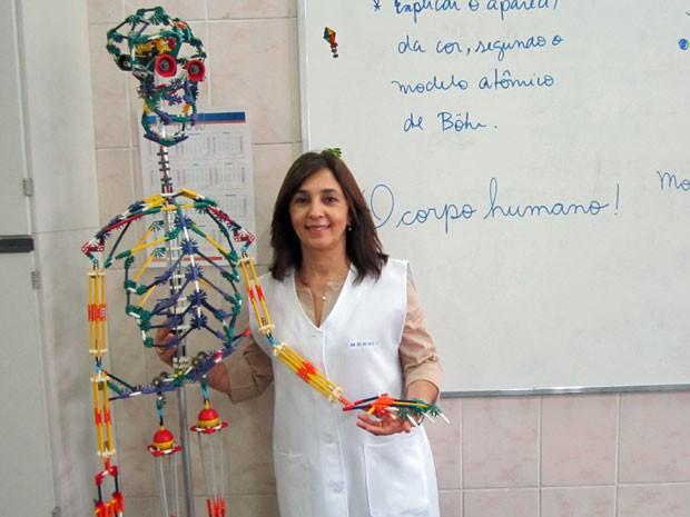 Professora Eulina teve de operar um cisto na corda vocal, mas já está recuperada (Foto: Cyntia Dias)