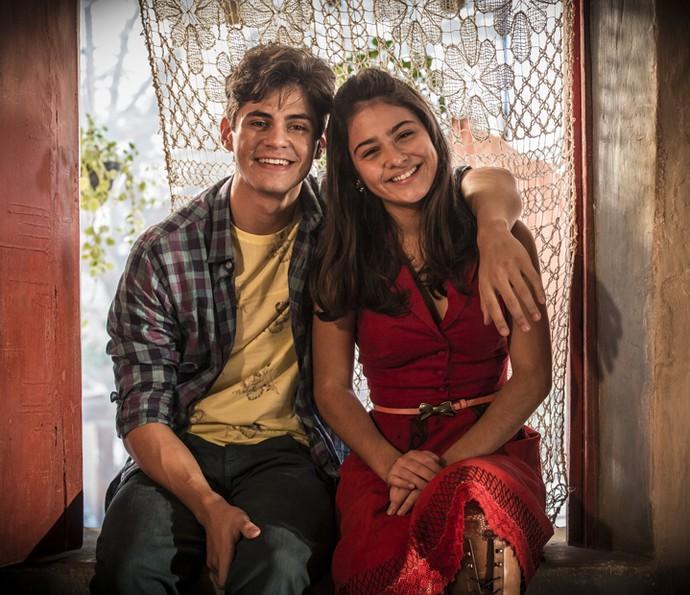 Lucas Veloso e Giullia Buscacio falam sobre amizade dentro e fora da telinha (Foto: Inácio Moraes/ Gshow)
