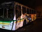 Ônibus é incendiado e motorista é encharcado com gasolina no RS
