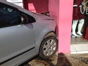 Acidente foi neste domingo (28), por volta das 9h15 (Foto: Mariane Peres/G1)