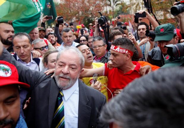 O ex-presidente Luiz Inácio Lula da Silva chega à sede da Justiça Federal em Curitiba para depor diante do juiz Moro (Foto: Paulo Whitaker/Reuters)