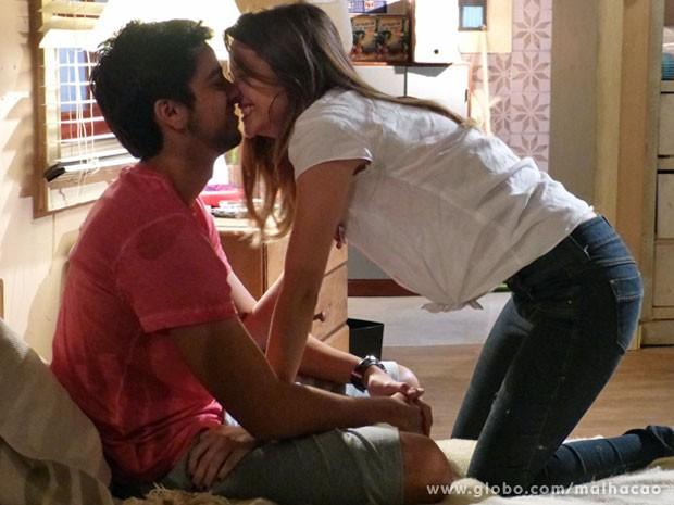 Tá tudo no mó clima de romance com #BruTinha... (Foto: Malhação / Tv Globo)