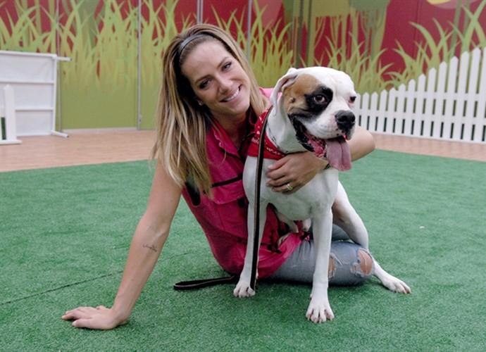 Giovanna Ewbank com Johnny no Cachorrada Vip do 'Domingão do Faustão' (Foto: Rafael Sorín / TV Globo)