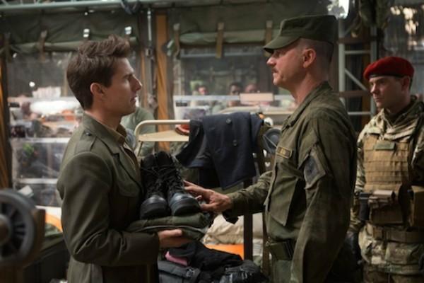Bill Paxton com Tom Cruise em cena de 'No Limite do Amanhã' (2014) (Foto: Reprodução)