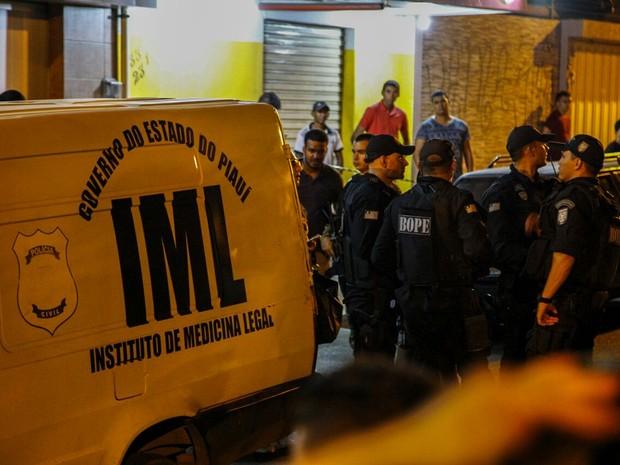 Policial foi morto quando saia de academia, na Zona Dul de Teresina. (Foto: João Cunha/G1)