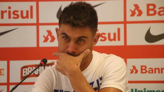 Alex chora em despedida do Inter  (Foto: Eduardo Deconto)