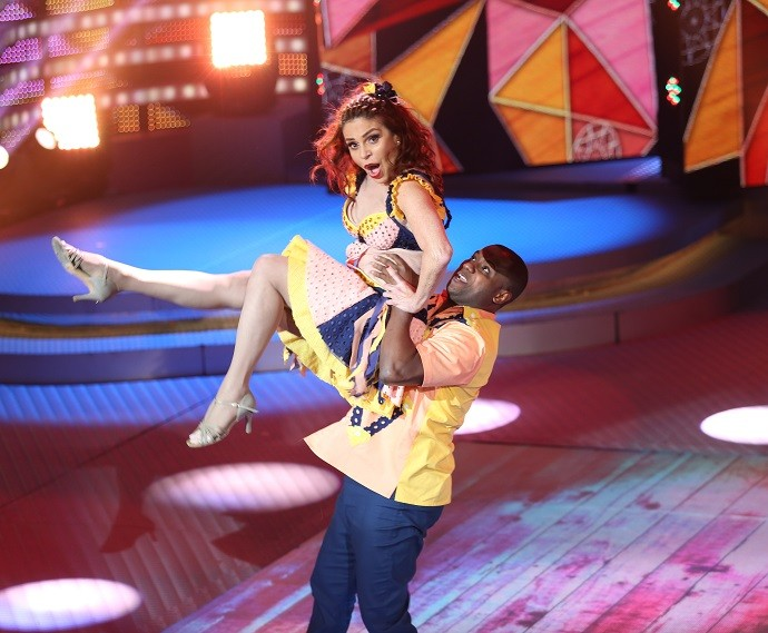 Nem Françoise acreditou nessa pegada que conseguiu fazer no 'Dança' (Foto: Carol Caminha/Gshow)