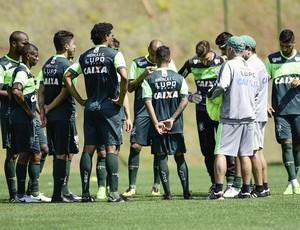 Técnico Enderson Moreira conversa com os jogadores do América-MG (Foto: Mourão Panda / América)