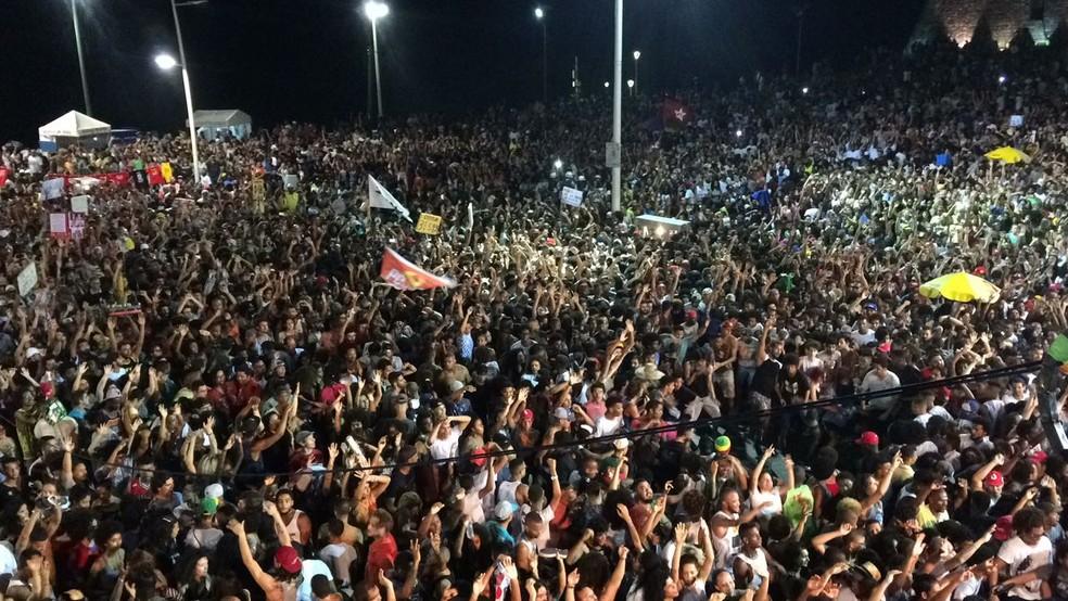 Organização da manifestação estimou 100 mil pessoas no Farol da Barra (Foto: Maiana Belo/G1 Bahia)